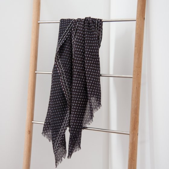 9a056320548d Grande écharpe en voile de laine - Les Raffineurs