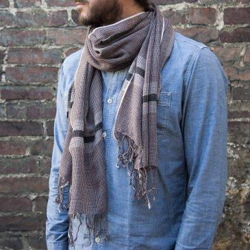 Echarpe tissée en voile de laine