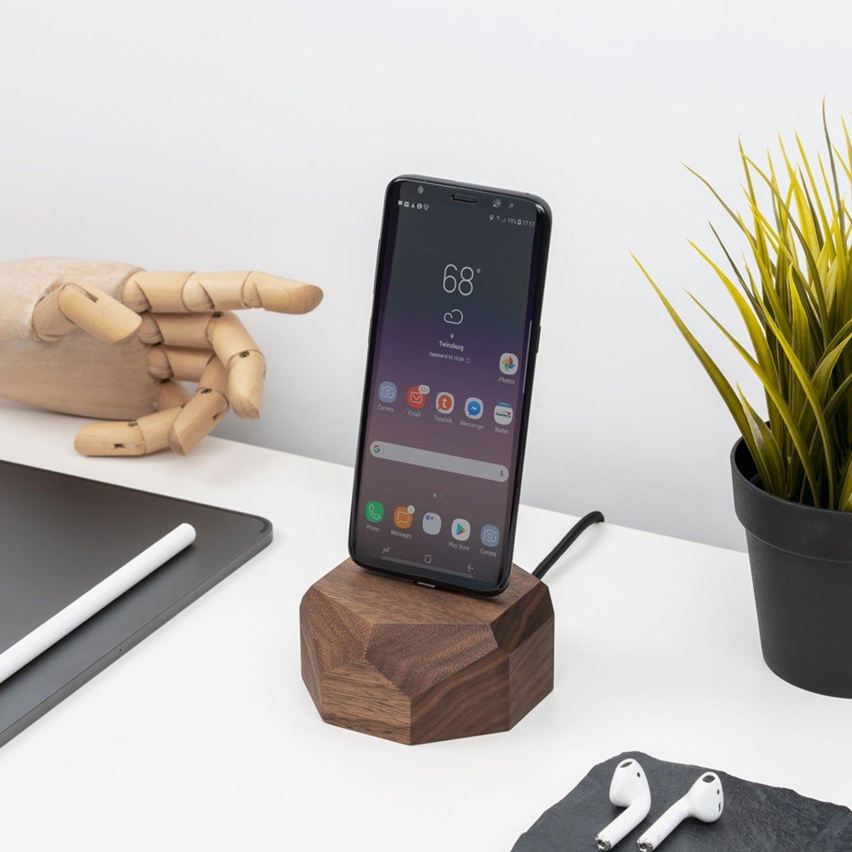 Dock en noyer pour smartphone