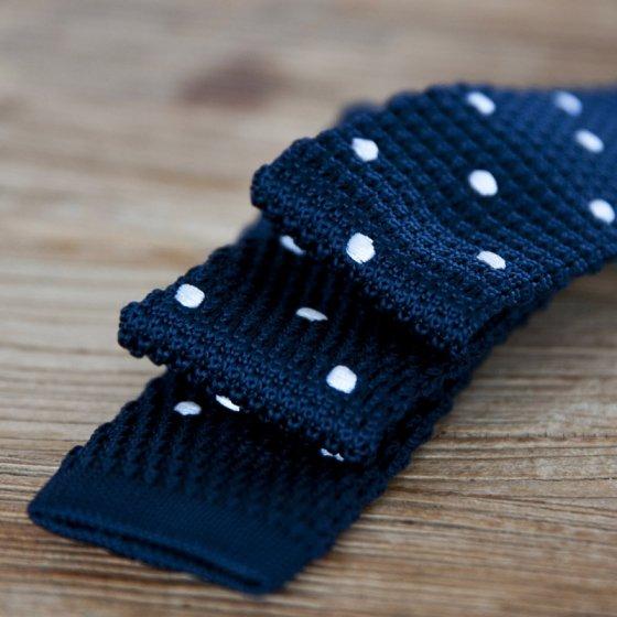 Cravate en maille tressée